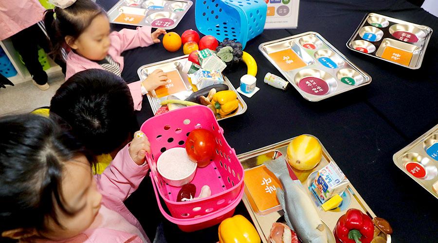 식품안전 교육 체험하는 어린이들 사진 02
