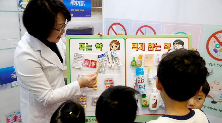 약물 오남용 교육을 받고 있는 어린이들 사진 02